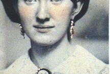Wearing Victorian Jewelry