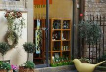 viaggi / Negozio in Firenze specializzato sull'olio di oliva (oliere,taglieri in legno di olivo,creme e saponi con olio di oliva.oliere ecc).