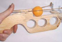 zabawki z drewna i kamienia
