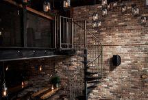 Upper floor / bar