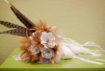 Bouquets: Feathers / Bridal bouquets made of feathers. #wedding #weddingbouquet #bridalbouquet #featherbouquet #featherbridalbouquet #featherweddingbouquet #bouquetalternative #bridalbouquetalternative #weddingbouquetalternative