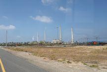 Cesareia - Israel / Cesareia (em hebraico: קיסריה, transl.: Qesarya; em árabe: قيسارية, transl.: Kaysaria) é uma cidade de Israel nos arredores de Cesareia Marítima, a antiga cidade portuária. Encontra-se a meio caminho entre Tel Aviv e Haifa (45 km), no litoral mediterrâneo de Israel, próximo a Hadera. Com uma população de 4 500 habitantes (2007), Cesareia é a única comunidade israelense administrada por uma entidade privada, a Corporação de Desenvolvimento de Cesareia.