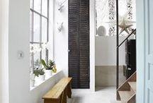 Inspiratie Hal / Een hal hoeft niet alleen praktische ruimte te zijn. Een hal kan ook mooi zijn en passen bij de sfeer van de rest van het woonhuis of bedrijf.
