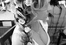 Wedding hair and nails / Loose hair, flowers in hair