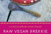 Raw food breakfasts / plant-based and raw breakfast ideas that are also gluten and dairy free.