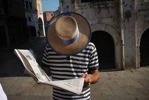 Weneckie opowieści / Miasto na wyspach, miasto na wodzie, miasto Casanovy czyli po prostu Wenecja. Magiczne gondole, włoskie ciepłe powietrze, przesycone zapachem ulicznych rzek, pełne architektonicznych perełek. Miasto ukochane przez artystów, malarzy  i wielbicieli sztuki swoją legendą jak macki ogromnej włoskiej ośmiornicy porywa mnie w odmęty fotograficznych wyzwań. Weneckie krajobrazy poznałem z bliska i na własnej skórze przekonałem się czy tak jak mówią niektórzy czas w Wenecji się zatrzymał.