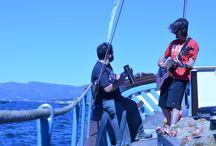 Viaje en el Chasula por la Ría de Arousa (21/08/2016) / Experiencia marinera para acercarle la cultura marinera a los asistentes al festival Revenidas (Vilaxoán). Viaje en el Chasula, antiguo barco del cerco, por la Ría de Arousa con explicación de la carta de navegación, cría de mejillón, historias marineras y degustación a bordo.