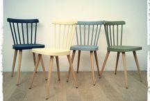 Chaises de couleurs