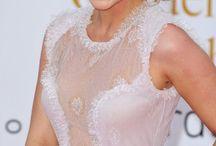 Эмилия Кларк (Emilia Clarke) / Эмилия Кларк (Emilia Clarke, родилась 1 мая 1987 года) — британская актриса. Наиболее известна по роли Дейенерис Таргариен в телесериале «Игра престолов». Родилась в Лондоне, детство провела в Беркшире. Отец работал звукорежиссёром в театре, мать занималась бизнесом. Получила театральное образование в Лондонском драматическом центре (англ. Drama Centre London), который закончила в 2009 году. Во время обучения сыграла в нескольких спектаклях Центра: драмах Awake and Sing... http://bit.ly/1mKhqcq