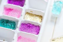 Amazing Ice Cubes / Great ways for prettifying ice cubes, decoration for drinks, alternative uses for ice cube trays, glitter, florals and fun!