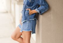 Denim On Denim / Our favorite fall 2017 trend : denim on denim! Denim outfit ideas that will become your everyday go-to style!