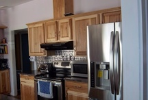 Classic Kitchen / The Lowe's store of Auburn, Maryland helped to create this casual, yet rustic, kitchen.