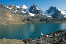 Bolivien / Bolivien ist zweifelsohne eines der exotischsten Reiseziele Südamerikas. Das Land ist mehr als doppelt so groß wie Deutschland und hat nur etwa zehn Millionen Einwohner. Es ist ein Land voller Naturschönheiten und Kontraste.