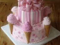 Cute cakes ~ I think maybe I can... / I believe that I could make most of these ...some after much more experience  / by Dena Galley