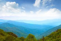 Hiking The Smoky Mountains / Find info on Smoky Mountains hiking including details on some of the best trails in the Smoky Mountains, hiking tips and more. Enjoy the Smoky Mountains during a vacation to Pigeon Forge, TN.