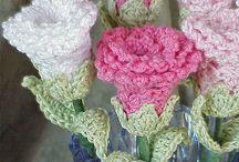 háčkované kytky, kytice, srdíčka,