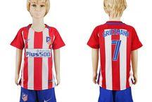 Billige fodboldtrøjer Atletico Madrid til børn / Køb billige Atletico Madrid fodboldtrøjer til børn online med oplag. Vi leverer nye Atletico Madrid billige fodboldsæt børn med lav pris og hurtig levering. Køb nu!