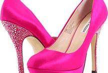 Shoes / by Dayna Kidd