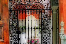 Gates/ portes