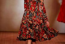 Elena Hoschek / Floral dress with a narrow waist and fluffy skirts - the card of the Austrian fashion designer. Her love of retro fashion and Russian style can be traced in almost all of its collections.
