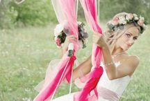 Ein Jahr bis zur Hochzeit / Hier findet ihr Inspirationen für die Location, das Brautkleid, Deko die man auch selbermachen kann und tolle Hochzeitsfotos