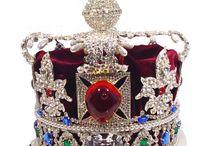 Crowns and Tiaras / by Margarita Banbanaste