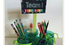 Classroom Organization Ideas / Unique and cute ways to organize your classroom. classroom decor, organizing supplies, grading, bulletins, filing, papers, flexible seating, personal space, desk arrangement, seating arrangement, assigned seating, substitute plans, first day of school, last day of school, alternative lighting, alternative seating, library organization, books for classrooms, pencil keepers, team supplies