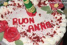 Red velvet buon anno con chesee cream e bottiglia di champagne