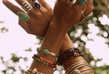 Jewelry: earrings/rings/necklaces/bracelets / by Nicole Sánchez