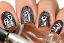 Halloween Manicures / A collection of Nail artists' Halloween themed manicures!