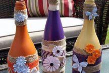 Ozdobne fľaše a iné vecí.