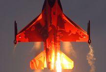 飛行機 / 現在の飛行機も昔のゼロ戦もかっこいい!
