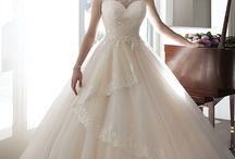 Wedding Dresses / by Isa
