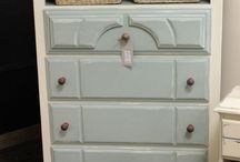 Furniture Makeover / DIY how-to and inspiration for home and office furnishings.