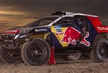 """Paris Dakar """" Images divers"""" / Dans un décor de sable et de pierres les véhicules du rallye."""