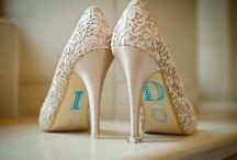 Wedding shoes, accessories bride end groom / scarpe e accessori per la sposa e lo sposo