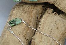 By Sas sets / hippe zelfgemaakte sieraden van edelstenen en natuurproducten