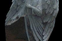 Rzeźba nagrobna / Anioły, motywy religijne