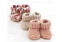 Crochet Baby Booties Patterns / We love tiny baby feet - especially when they are kept warm and snuggly in one of these super cute baby booties! Find the perfect pattern for the next baby shower, birthday or christening!