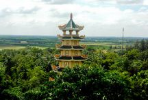Vietnam Tours / To visit Vietnam the best is to use a guide. Many tours exist like street food tours, discovery tours, history tours...
