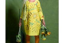 Frühjahrsmagazin 2017 / Für diese Kollektion hat Gudrun Sjödén mit ihren drei Designerinnen verschiedene musterfreudige Teile kreiert. Zur Wahl stehen grafische Drucke, muntere Blumen, herrliches Blattwerk und zauberhafte Dessins.