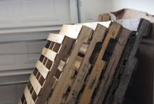 Pallet Projects / Various ways of converting old pallets into furniture, home decor, or works of art