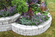 Garden retaining wall with blocks