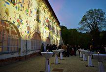 Joan Miró kiállítás megnyitó - Night Projection fényfestés / A tárlaton Miró 95 grafikáját és 15 plakátját csodálhatják meg a német Richard H. Mayer magángyűjteményéből. A 20. század egyik legjelentősebb spanyol festőjének, szobrászának és grafikusának műveit semmilyen stílussablonba nem lehet beleszorítani, művészetével minden hagyományt megszegett. A művész elragadtatással nyilatkozott a papírra készített művészeti alkotásokról, hisz úgy vélte, hogy a papír szabadságot ad a művésznek. A kiállítás 2016. szeptember 30-ig tekinthető meg.