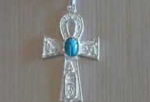 Leyendas & Joyas de Plata / Selección de joyas de plata que surgen tras mitos y leyendas. http://www.elrincondemisalhajas.com/64-colgantes-de-plata-con-leyenda