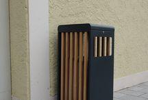 Progetto: City Outlet Geislingen (Germania) in collaborazione con Zirkelbach pes / City Outlet Geislingen (germania) sceglie Citysi per arredare i suoi spazi. Il cestino strip è uno dei nuovi cestini della collezione Citysi Arredo urbano 2017,in acciaio zincato e verniciato e legno okumè. Il cestino Strip è nato grazie a un idea semplice di ridisegnare il classico cestino in chiave moderna. Con il posacenere sul coperchio, lo Strip ha doppia funzione .