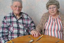 old People holding hands / ☺ℓ∂ ℘℮☺℘ℓℯ ♄◎ℓⅾїη❡ ♄αηd$ / by Petsworld !