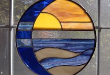 Circle stained glass sun catchers / Sun over water