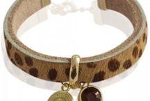 Mix & Match / Op dit bord vind je allemaal armbandjes die je kunt combineren tot een ware armparty :)