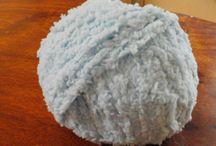 lana / La lana è una fibra tessile naturale che si ottiene dal vello di ovini pecore conigli camelidi e alcuni tipi di lama. Essa si ottiene attraverso l'operazione di tosatura, ovvero taglio del pelo, che per le pecore, avviene in primavera. La lana che si viene ad ottenere viene definita lana vergine.